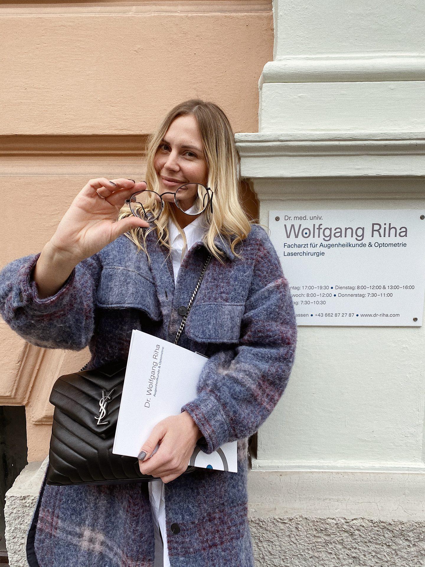Carina Köberl in der Praxis von Dr. Wolfgang Riha